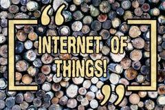 Internet des textes d'écriture de Word des choses Concept d'affaires pour la connectivité de l'électronique de Digital de mondial image stock