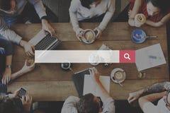 Internet di ottimizzazione del motore di ricerca che trova concetto fotografie stock
