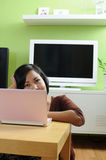 Internet di ricerca a scansione nel paese Fotografie Stock Libere da Diritti