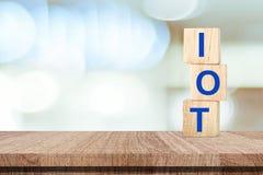 Internet du fond de concept de choses, IOT sur les cubes en bois plus de Image libre de droits