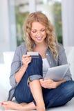 Internet-Einkaufen Lizenzfreie Stockfotografie