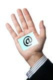 Internet en la palma Fotos de archivo libres de regalías