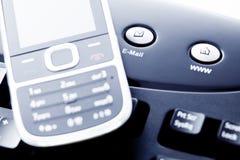 internet för kommunikation e postar den mobila telefonen Royaltyfria Foton