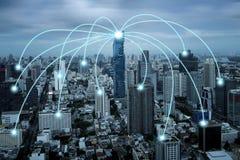 Internet futé de ville et réseau de transmission sans fil, technologie conceptuelle Image libre de droits