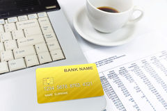 Internet-Kreditkarte, auf Laptop Stockfotografie