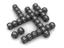 Internet-Marketing - würfeln Sie Kreuzworträtselspiel â Dunkelheit Stockfotografie