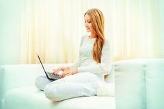 Internet-mededeling Stock Foto