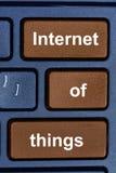 Internet rzeczy słowa na klawiaturowym guziku Fotografia Royalty Free