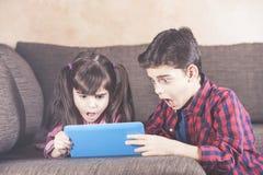 Internet-Sicherheit für Kinderkonzept lizenzfreie stockfotografie