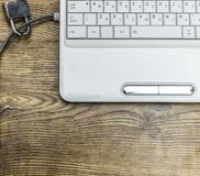 Internet-Sicherheit und Netzschutzkonzept, Vorhängeschloß und Verbindung verstopfen auf Laptop stockfotos