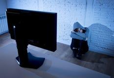 Internet sufridor abusado mujer del adolescente cyberbullying deprimido triste asustada en la expresión de la cara del miedo Fotos de archivo