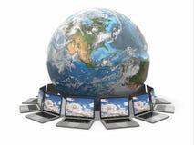 Internet. Télécommunication mondiale. La terre et ordinateur portable. 3d Photographie stock