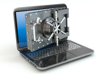 Internet-veiligheid. Laptop en het openen van de veilige de deur stortingsdoos. Stock Fotografie