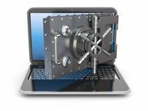 Internet-veiligheid. Laptop en het openen van de veilige de deur stortingsdoos. Stock Foto
