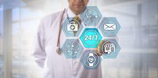 Internet-vett läkare Activating 24/7 service royaltyfria bilder