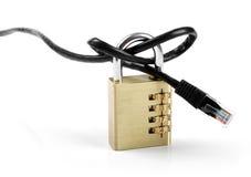 Internet-Zensurkonzept - Vorhängeschloß mit Kabel Stockfotografie