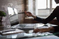 Interneta, biznesu i technologii pojęcie, Ikon, diagramów i wykresów tło na wirtualnym ekranie, Fotografia Royalty Free