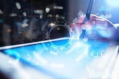 Interneta, biznesu i technologii pojęcie, Ikon, diagramów i wykresów tło na wirtualnym ekranie, Obraz Stock