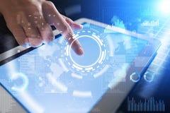 Interneta, biznesu i technologii pojęcie, Ikon, diagramów i wykresów tło na wirtualnym ekranie, Zdjęcia Royalty Free