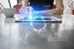 Interneta, biznesu i technologii pojęcie, Ikon, diagramów i wykresów tło na wirtualnym ekranie, Obrazy Stock