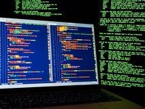 Internetbrottbegrepp En hacker som arbetar på en kod på mörk digital bakgrund med den digitala manöverenheten omkring En hackerwo vektor illustrationer