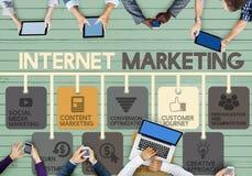 Internetmarknadsföring som annonserar Digital online-begreppet arkivbild