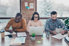 Internetowy mądrze spotkania zgromadzenia brainstorm odprawy firmy żebro zdjęcia royalty free
