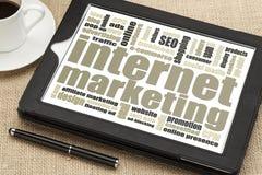 Internetowy marketing na cyfrowej pastylce Obrazy Royalty Free