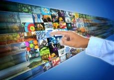 Internetowy szerokie pasmo i multimedie leje się rozrywkę fotografia stock