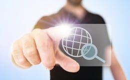 Internetsökandebegrepp med den rörande symbolen för man på manöverenhet för genomskinlig skärm arkivbild