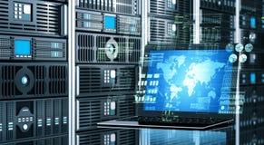 Internetserverbärbar dator Arkivbild
