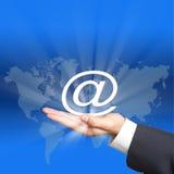 Internetsymbol på handen Royaltyfri Bild