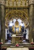 Interni della cattedrale di Domnius del san nella spaccatura, con il suo altare dorato Immagine Stock
