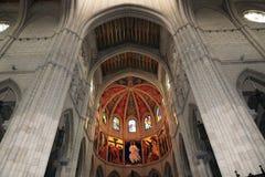 Interni della cattedrale di Santa Maria la Real de la Almudena, Madrid, Spagna Immagini Stock