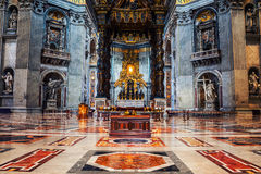 Interni della st Peters Basilica nel Vaticano Immagini Stock