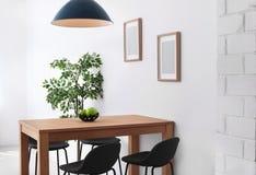 Interno alla moda della sala da pranzo Idea domestica immagini stock libere da diritti