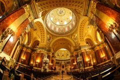 Interno a basílica do ` s de St Stephen fotos de stock royalty free