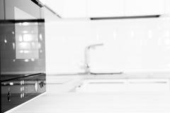 Interno bianco contemporaneo della cucina. fine su Fotografia Stock