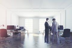Interno bianco dell'ufficio dello spazio aperto tonificato Fotografie Stock