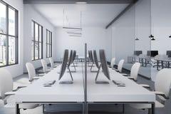 Interno bianco dell'ufficio open space della tavola royalty illustrazione gratis