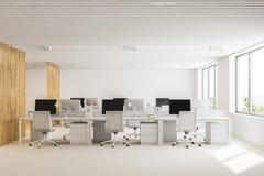 Interno bianco e di legno dell'ufficio open space Immagini Stock