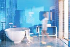 Interno blu del bagno della vasca rotonda tonificato Immagine Stock
