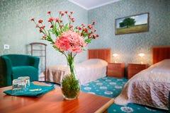 Interno classico della camera da letto dell'hotel Fotografia Stock
