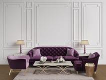 Interno classico nei colori beige e rosa Sofà, sedie, sidetables Immagini Stock