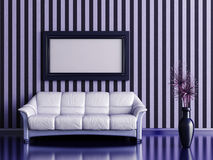 Interno con il sofà e la pianta Immagini Stock Libere da Diritti