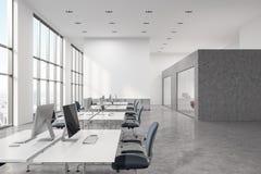 Interno concreto dell'ufficio dello spazio aperto del pavimento Immagini Stock