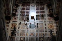 Interno dei Di Santa Maria del Fiore della basilica a Firenze, Italia Immagine Stock
