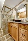 Interno del bagno con la disposizione delle mattonelle Fotografia Stock