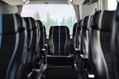 Interno del bus nell'effetto del bokeh immagini stock libere da diritti