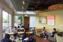 Interno del caffè di Starbucks Immagine Stock